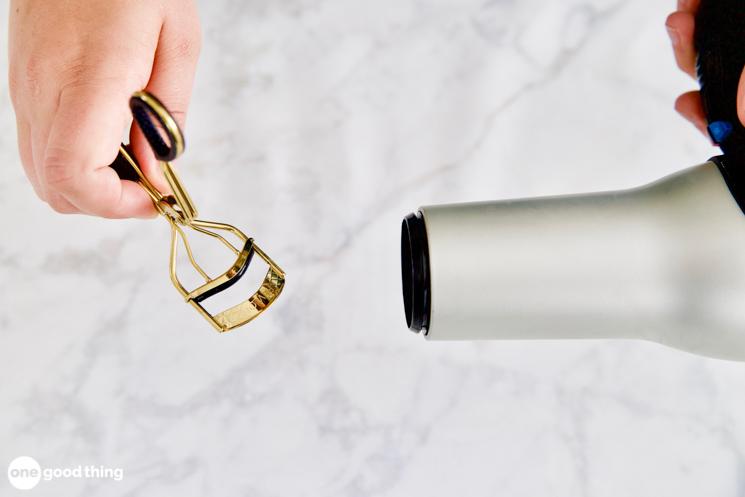 heating up an eyelash curler
