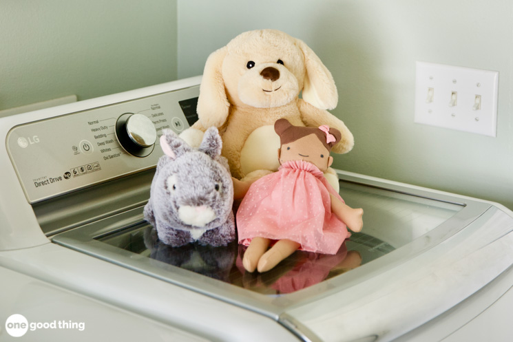 How To Wash Stuffed Animals Correctly (And When To Do It)